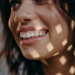 Met witte tanden heb je een stralende glimlach